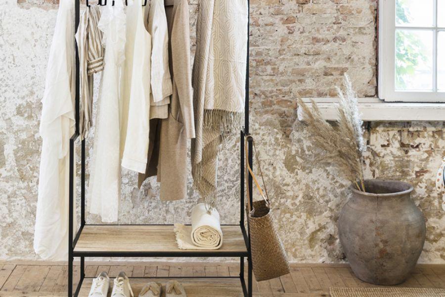 Lifa Living Industrieël kledingrek